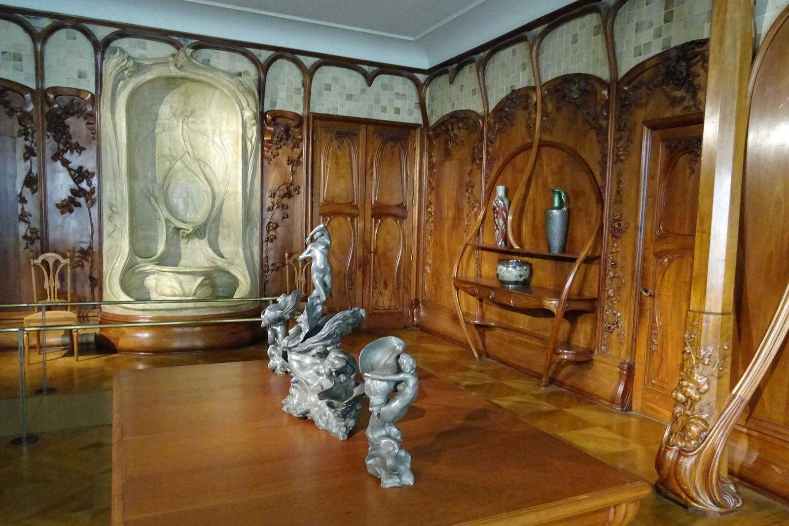 82 Und alte Möbel